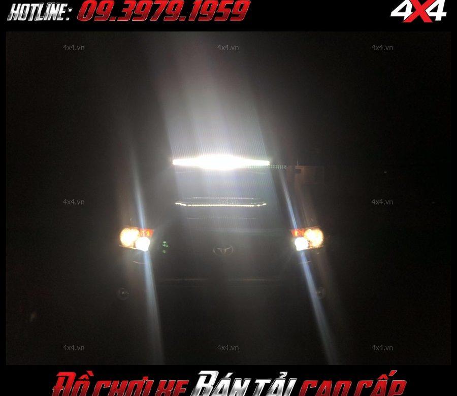 <strong>Đèn nóc xe bán tải</strong>: Chiếc xe bán tải Ford Ranger với đèn led bar rất sáng vô vùng ngầu và đẹp tại Sài Gòn