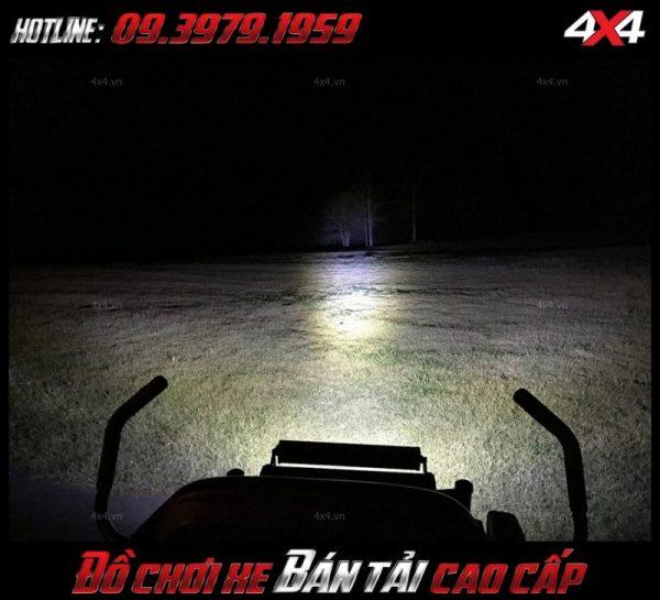 <strong>Đèn nóc xe bán tải</strong>: Đèn led rất sáng đẹp mắt lượng, giá rẻ dành cho xe ô tô xe bán tải tại HCM