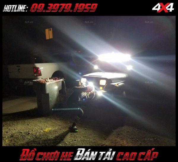 <strong>Đèn led nóc xe bán tải</strong>: Không chỉ gắn đẹp, đèn led bar còn khá sáng và giúp dáng xe thêm thể thao