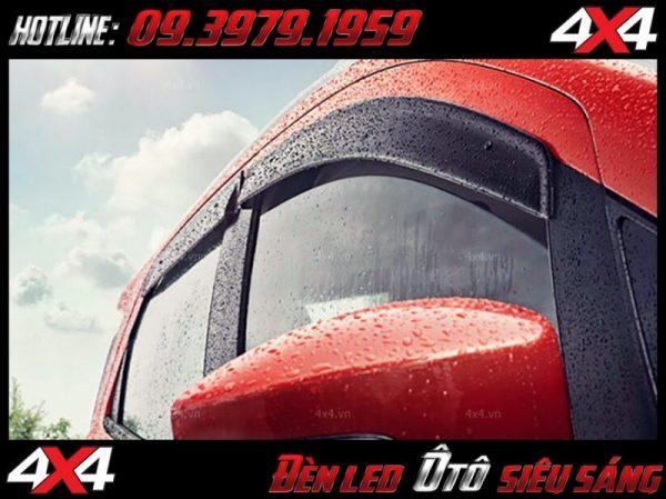 Vè che mưa Ford Ranger giúp che chắn không cho mưa lọt vào trong làm hư nôi thất của xe