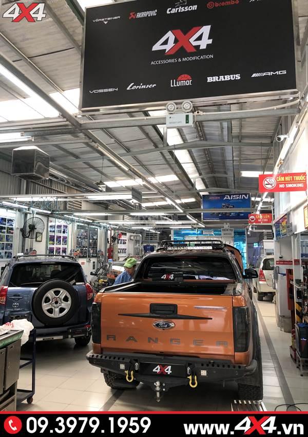 Đồ chơi xe Ford Ranger: Xe bán tải Ford Ranger Wildtrak gắn cản sau Option tại 4x4