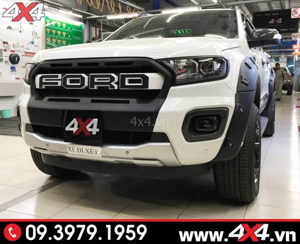 Đồ chơi xe Ford Ranger: Chiếc bán tải Ford Ranger màu trắng độ mặt nạ kiểu Ranger Raptor 2018 2019