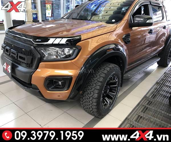 Đồ chơi Ford Ranger: Ốp cua lốp FITT trơn màu đen độ cứng cáp và chất cho xe bán tải