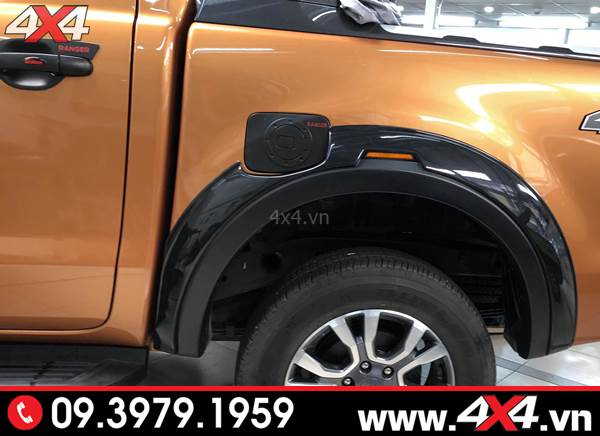 Đồ chơi xe Ford Ranger: Ốp nắp bình xăng màu đen độ ngầu và đẹp cho xe bán tải Ford Ranger