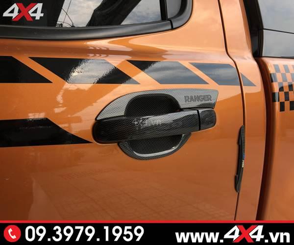 Đồ chơi Ford Ranger: Ốp tay nắm ốp chén cửa carbon độ cứng cáp và sang trọng dành cho xe bán tải