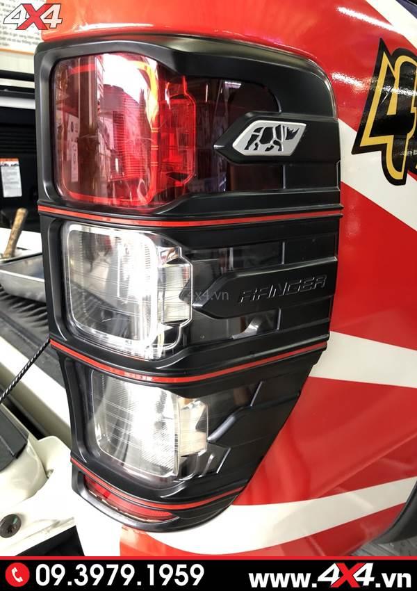 Ốp viền đèn hậu màu đen độ đepn và cứng cáp cho xe bán tải