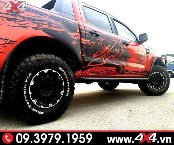 Tem dán xe Ford Ranger: Chiếc bán tải đỏ lên tem đen cực ngầu và độc