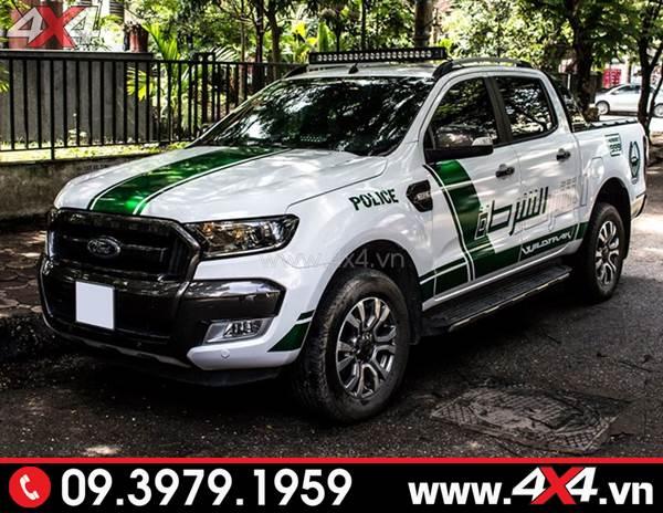 dán decal xe Ford Ranger: Chiếc Ford Ranger trắng lên tem police Dubai đẹp và độc