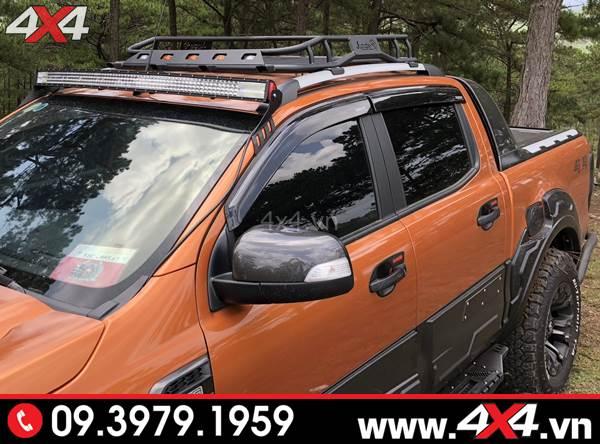 Đồ chơi xe Ford Ranger: Ốp vè che mưa màu đen gắn đẹp và tiện lợi cho xe bán tải