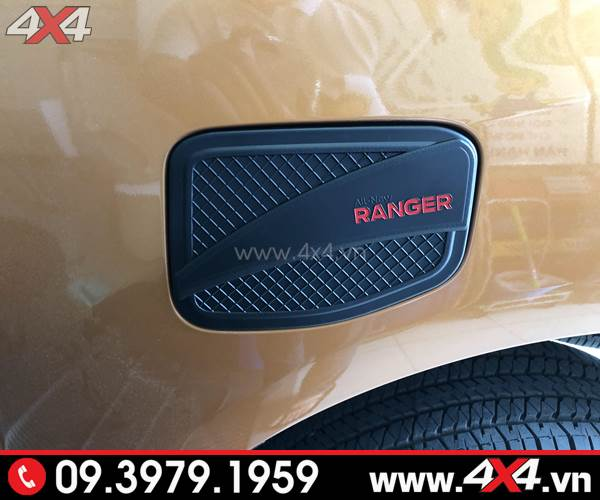 Ốp nắp bình xăng màu đen trang trí đẹp cho xe Ford Ranger
