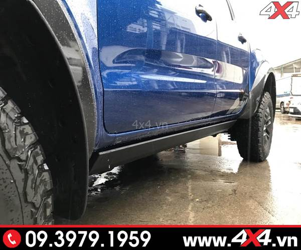 Bậc lên xuống Ford Ranger loại chỉnh điện giúp xe bạn gọn gàng hơn