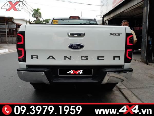 Chiếc bán tải Ford Ranger màu trắng độ đẹp với đèn hậu sau kiểu chữ C