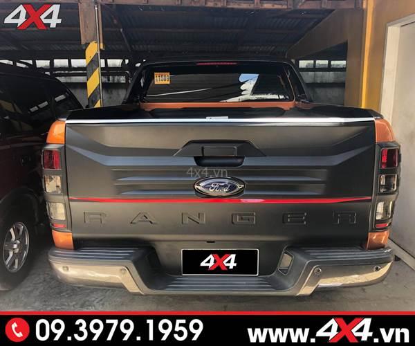 Ốp cốp sau Ford Ranger bản lớn màu đen độ đẹp và chất cho Ford Ranger
