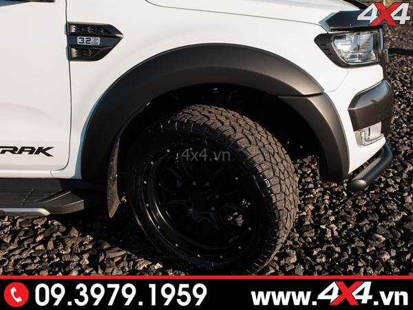 Mẫu ốp cua lốp xe Ford Ranger màu đen mờ loại trơn độ đẹp