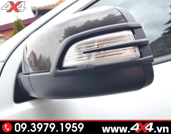 Ốp đèn gương màu đen độ đẹp và giúp bảo vệ đèn gương xe