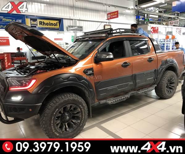 Ốp hông xe Ford Ranger màu đen bản lớn độ tăng thêm vẻ ngoài hầm hố cho xe