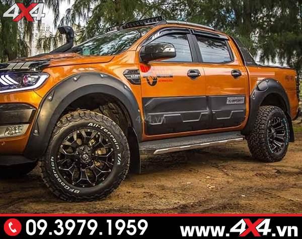 Xe bán tải Ford Ranger độ đẹp và ngầu với mẫu ốp sườn Ford Ranger bản lớn màu đen