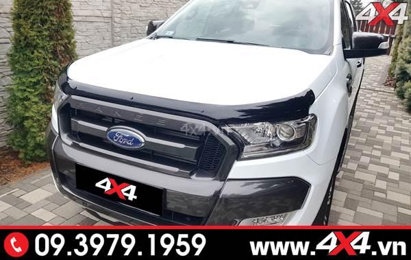 Chiếc Ford Ranger màu trắng đẹp và cungwsc áp hơn với ốp lướt gió capo màu đen