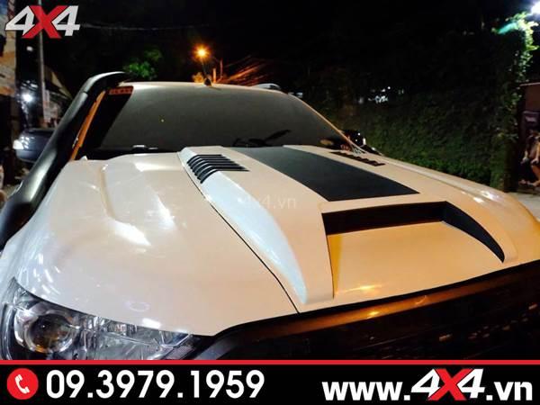 Ốp nắp capo màu trắng độ đẹp và ngầu cho xe bán tải Ford Ranger