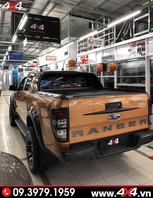 Chiếc bán tải Ford Ranger độ ốp tay nắm mở cốp sau màu đen đẹp và cứng cáp