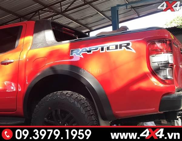 Chiếc bán tải Ford Ranger Raptor gắn thanh thể thao Wildtrak cho xe thêm cứng cáp và đẹp hơn