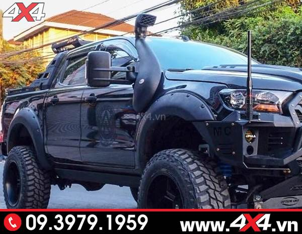 Chiếc bán tải Ford Ranger màu đen gắn ống thở đẹp và ngầu