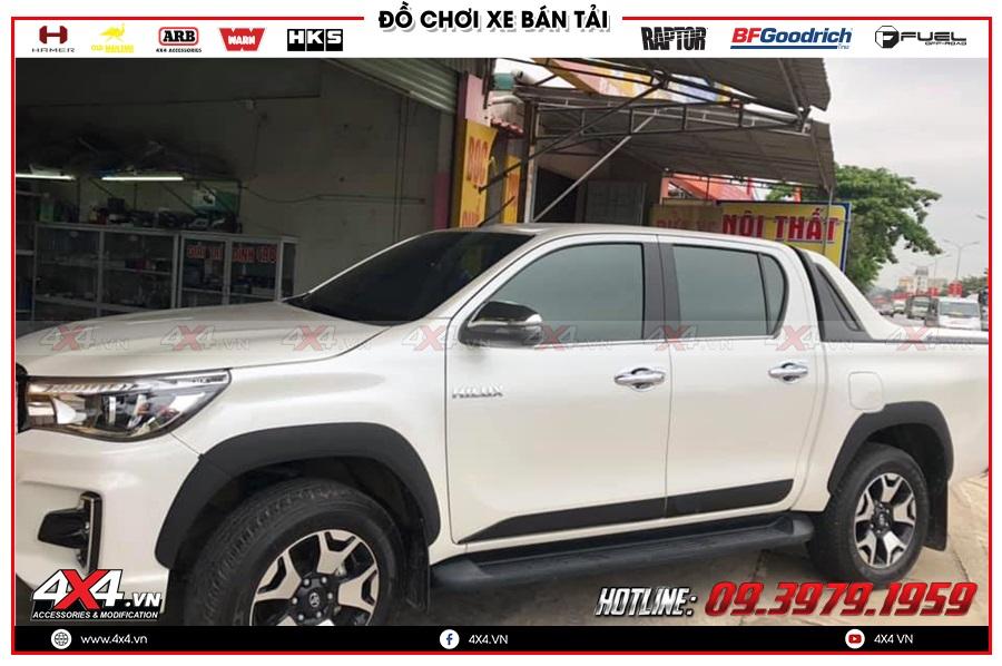 Chuyên bán ốp hông cửa dành cho xe Toyota Hilux cực chất giá tốt