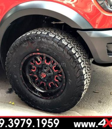 Chiếc bán tải Ford Ranger Raptor màu đỏ độ mâm Fuel Stroke đẹp, ngầu và đẳng cấp