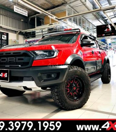Chiếc bán tải Ford Ranger Raptor đỏ lên mâm Fuel Stroke đỏ đen hầm hố