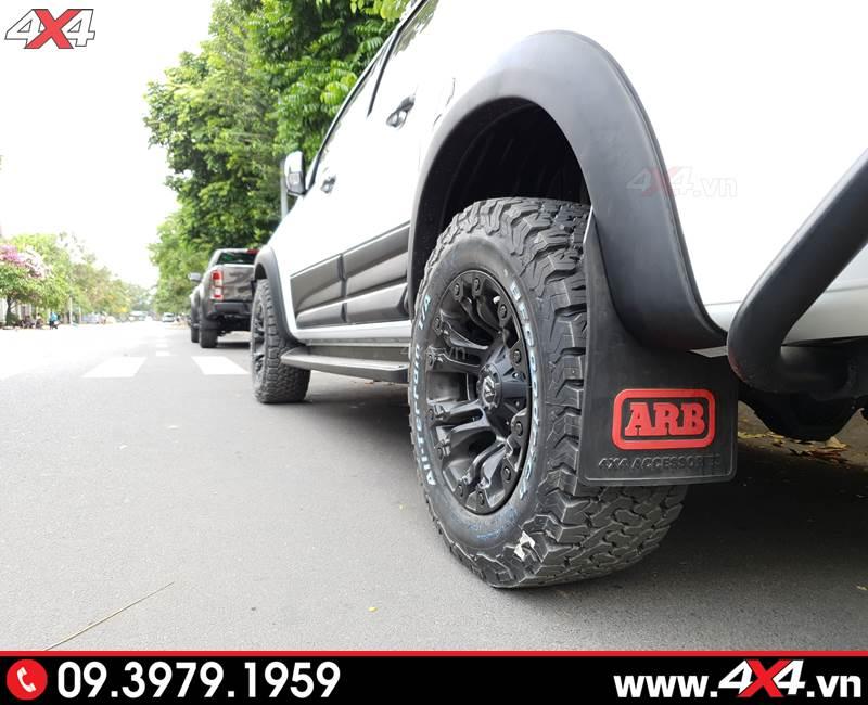 Ốp cua lốp trơn màu đen độ giúp tăng thêm độ cứng cáp và hầm hố cho xe bán tải Colorado