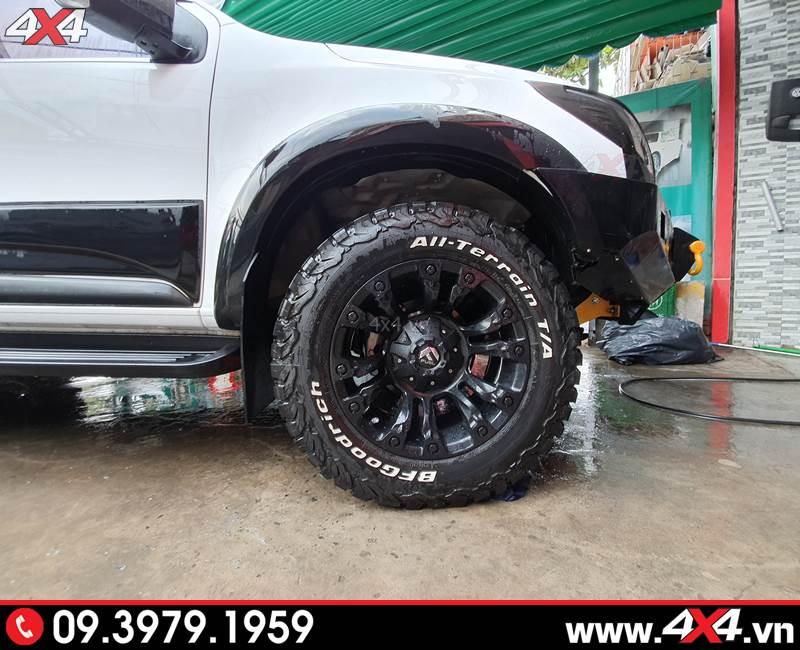 Ốp cua lốp màu đen ngầu, tạo điểm nhấn và độ đẳng cấp cho xe bán tải Chevrolet Colorado