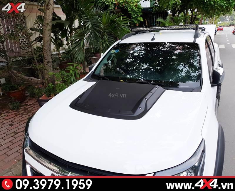 Chevrolet Colorado độ ốp nắp capo màu đen giúp tăng độ ngầu và chất cho xe