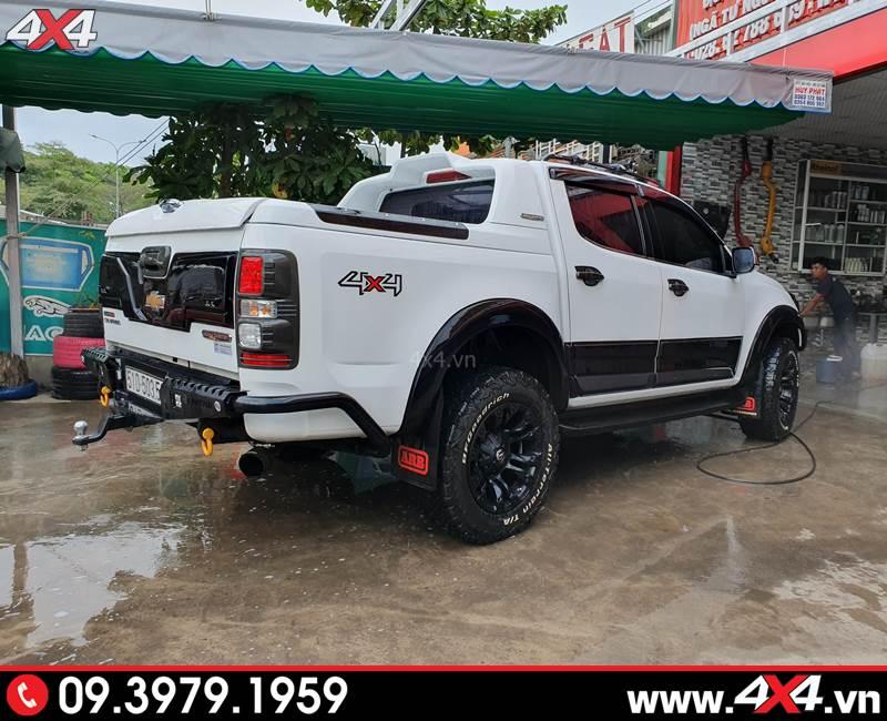 Chevrolet Colorado độ vè che mưa màu đen độ đẹp, cứng cáp và hữu ích