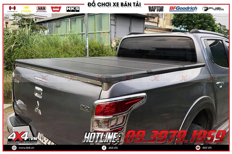 Lắp nắp thùng 3 tấm cho xe Mitsubishi Triton 2020 giá rẻ ở 4x4