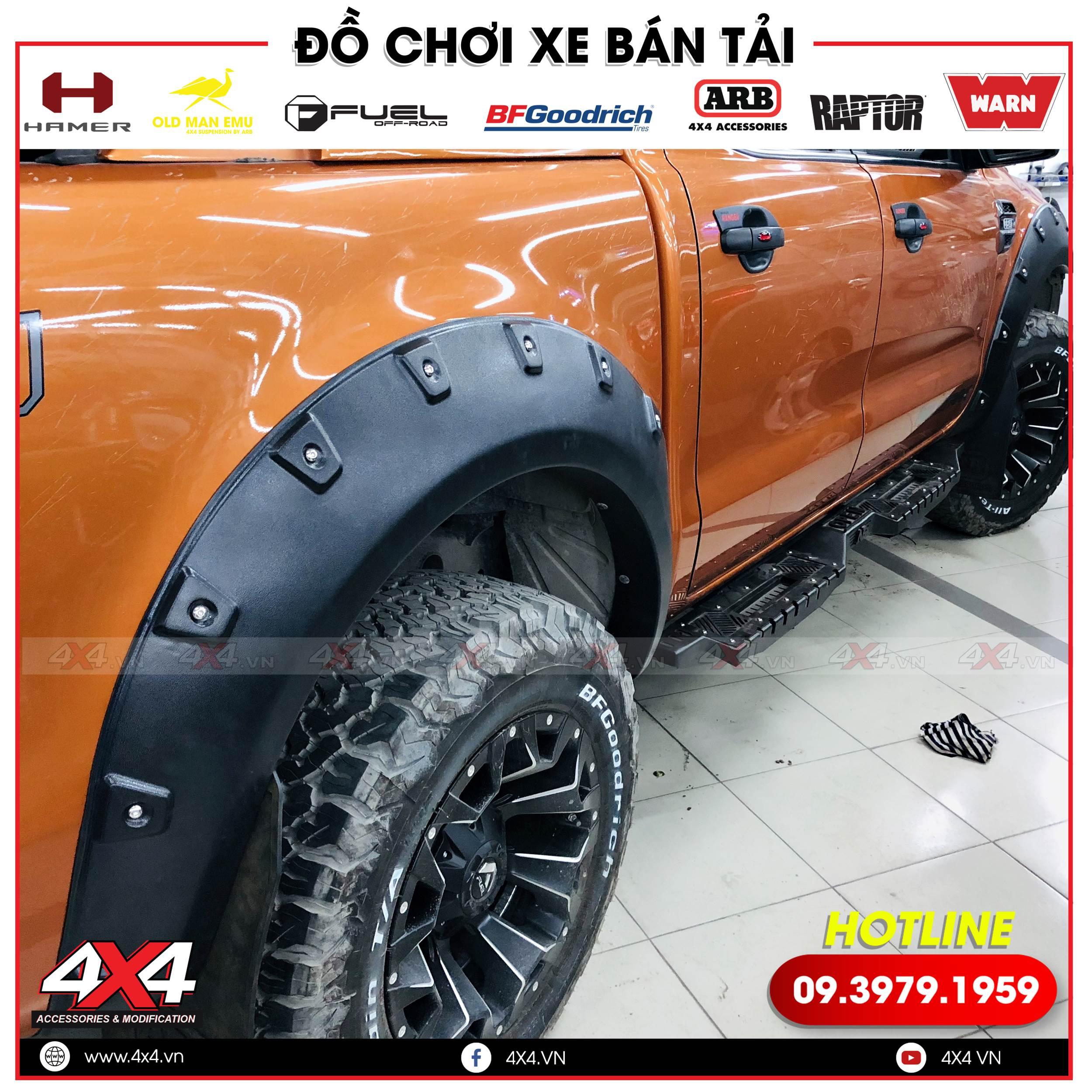Xe bán tải Ford Ranger độ ốp cua đinh lồi giúp xe cứng cáp và hầm hố hơn