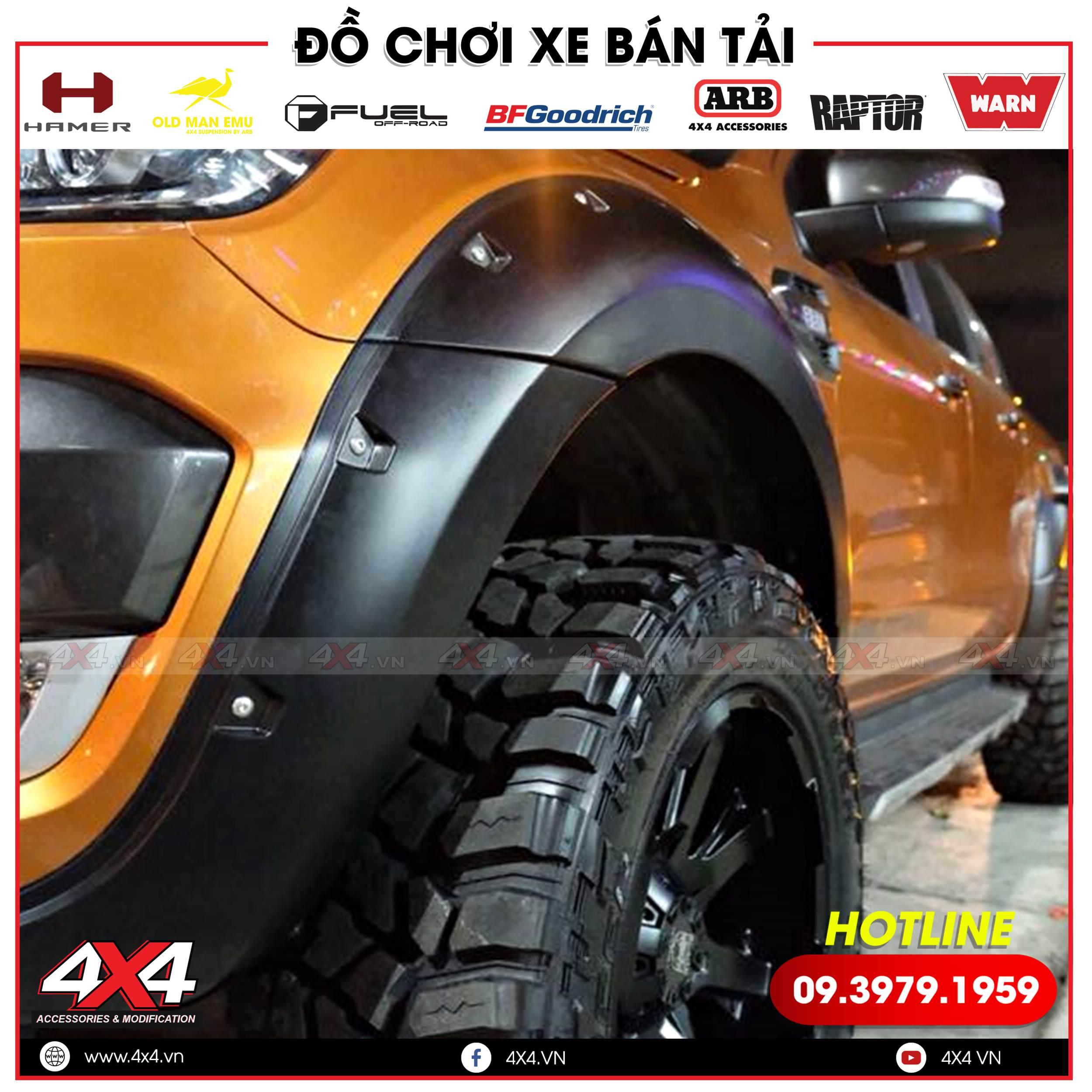 Xe bán tải Ford Ranger độ ốp cua lốp lõm cứng cáp và cực ngầu