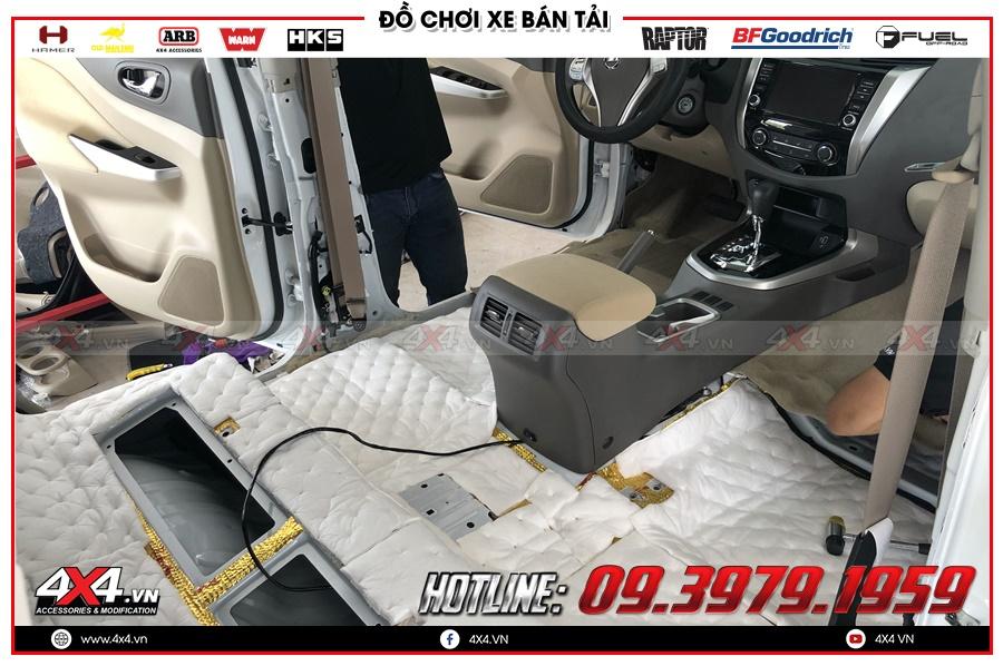 Cách âm chống ồn Ford Ranger - dán keo 3M và miếng tiêu âm cho sàn xe