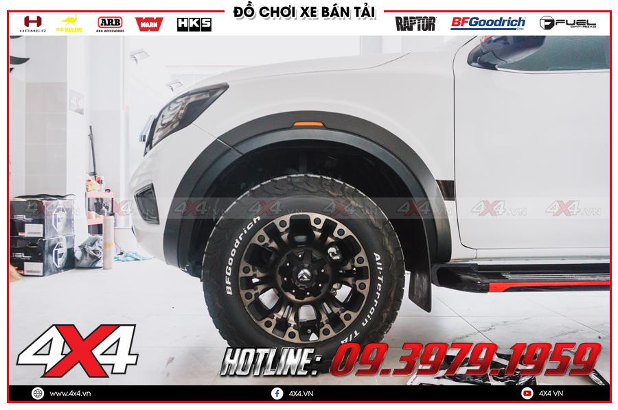 Chuyên lắp đặt nhanh chóng Ốp cua lốp Nissan Navara cực đẹp và hầm hố