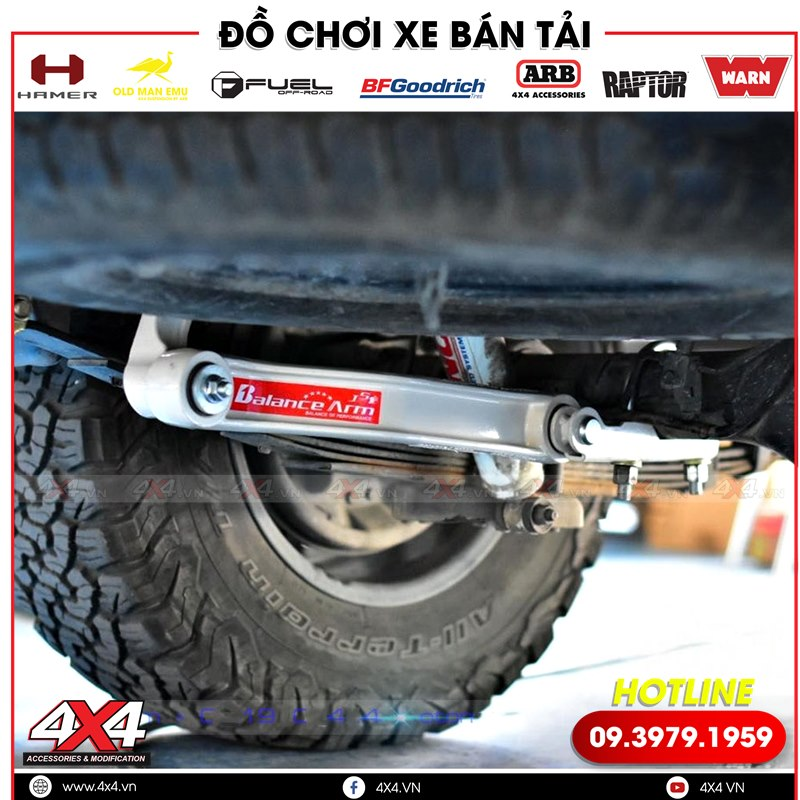 Xe bán tải Toyota Hilux độ thanh cân bằng giúp xe đi nhẹ nhàng, về êm hơn khi qua ổ gà