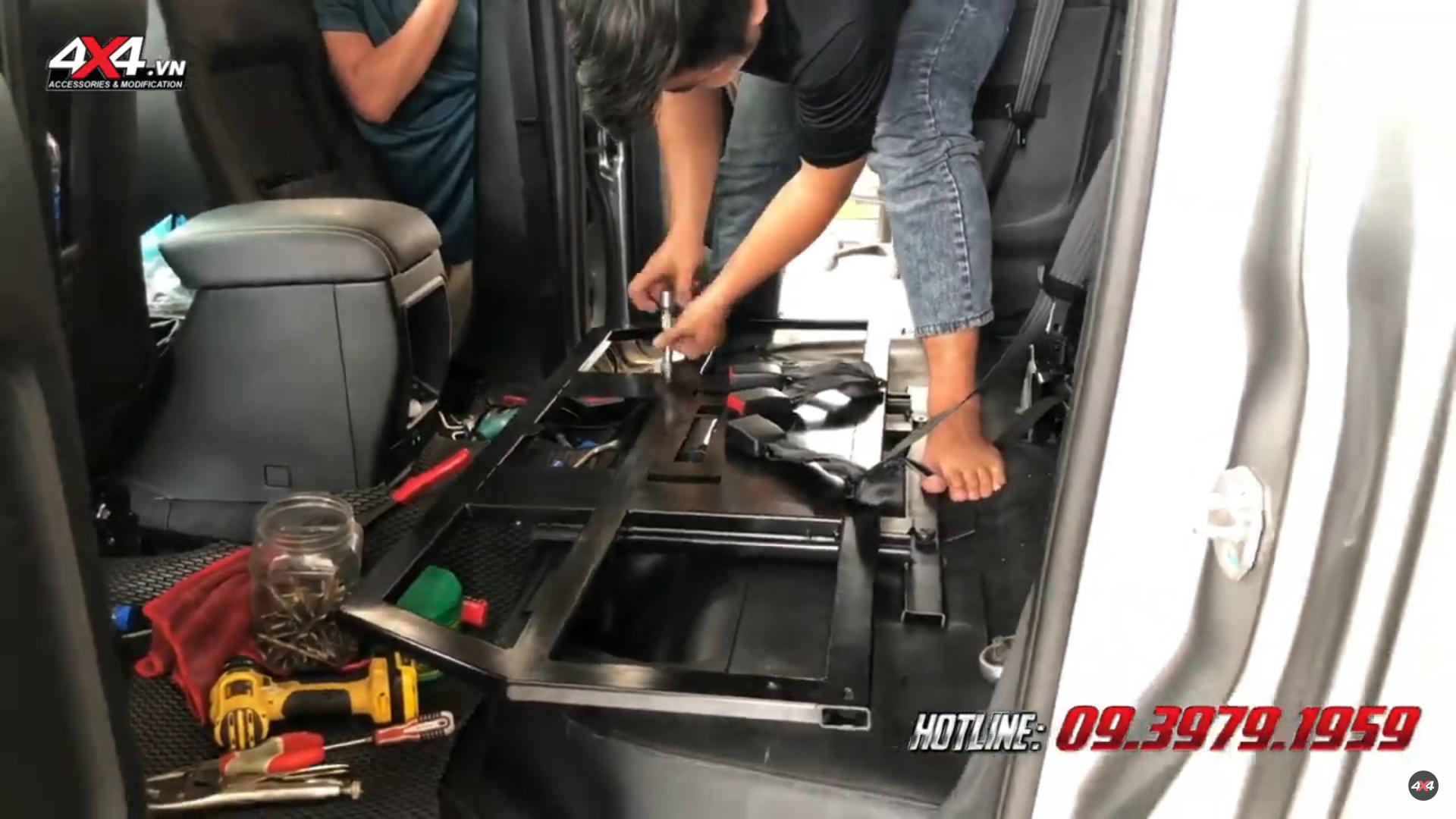 Bước 2 gắn ghế độ chỉnh điện cho xe bán tải Mitsubishi Triton