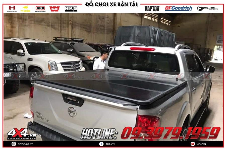 Lên nắp thùng 3 tấm cho xe Nissan Navara 2020 giá rẻ tại 4x4