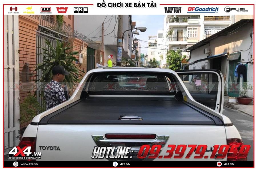 Tư vấn gắn nắp thùng cuộn lên cho xe Toyota Hilux 2020 sao cho tiện dụng ở 4x4