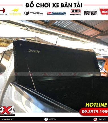 Nắp thùng 3 tấm độ đẹp và tiện lợi cho xe bán tải Nissan Navara