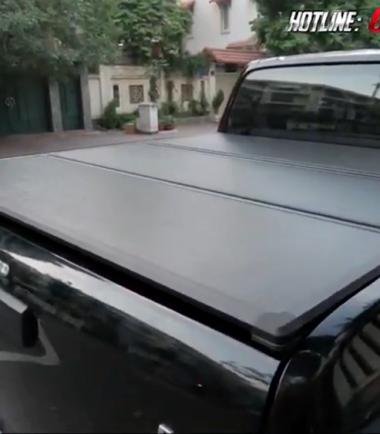 Nắp thùng 3 tấm độ đẹp, gọn nhẹ và tiện lợi cho xe bán tải Mitsubishi Triton
