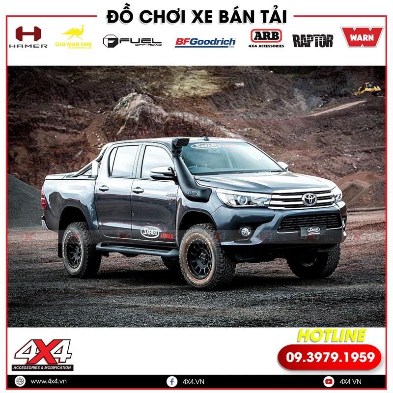 Xe bán tải Toyota Hilux độ thêm ống thở nhìn hầm hố và mạnh mẽ hơn nhiều