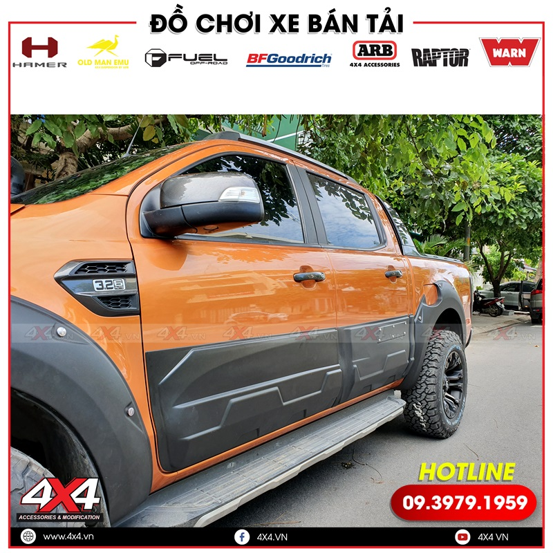 Xe bán tải Ford Ranger Wildtrak độ ốp sườn, ốp cua lốp giúp xe thêm cứng cáp và mạnh mẽ hơn