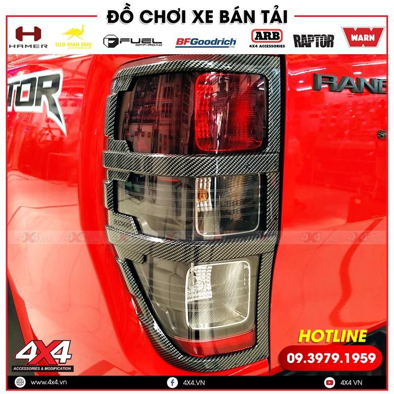 viền đèn hậu màu carbon độ đẹp cho xe bán tải Ford Ranger màu đỏ