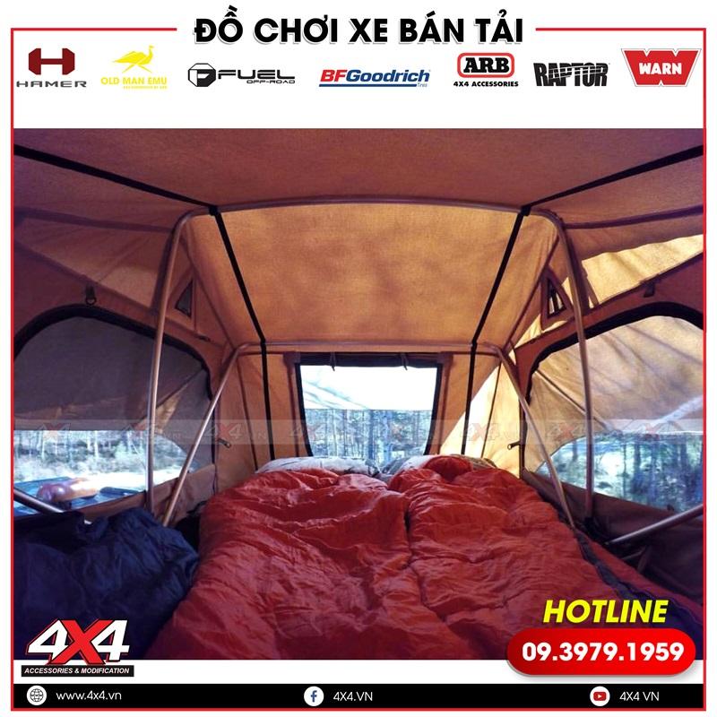 Không gian bên trong của lều ARB gắn nóc xe ô tô xe bán tải