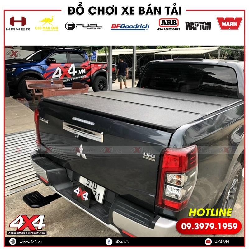 Xe bán tải Mitsubishi Triton độ nắp thùng 3 tấm đẹp và tiện lợi