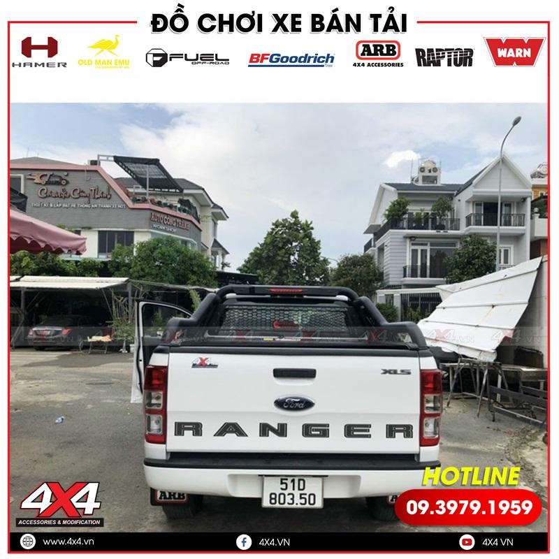 Xe bán tải Ford Ranger độ thanh thể thao Offroad có lưới bảo vệ kính sau